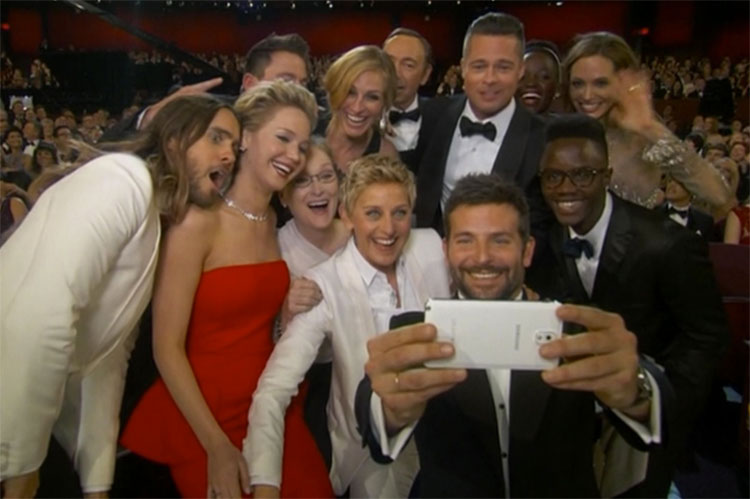 Oscars-Selfie Saturday Social – Speed Reading, Space Travel and a Record Breaking Selfie